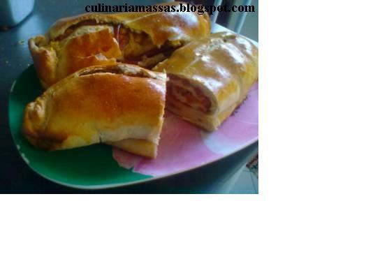 Massas:Pão Recheado com Lingüiça