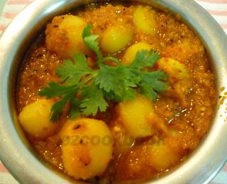 Lasaniya Bateta   Hot Spicy Garlic Flavoured Potatoes