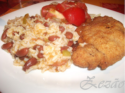 Libritos com Arroz/feijão e salada de tomate