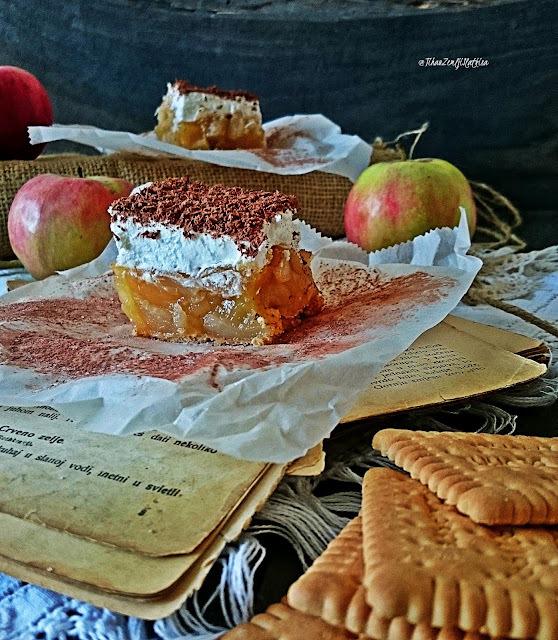 Brzi kolač sa jabukama i keksima...