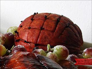 enfeite com abacaxi na mesa de natal