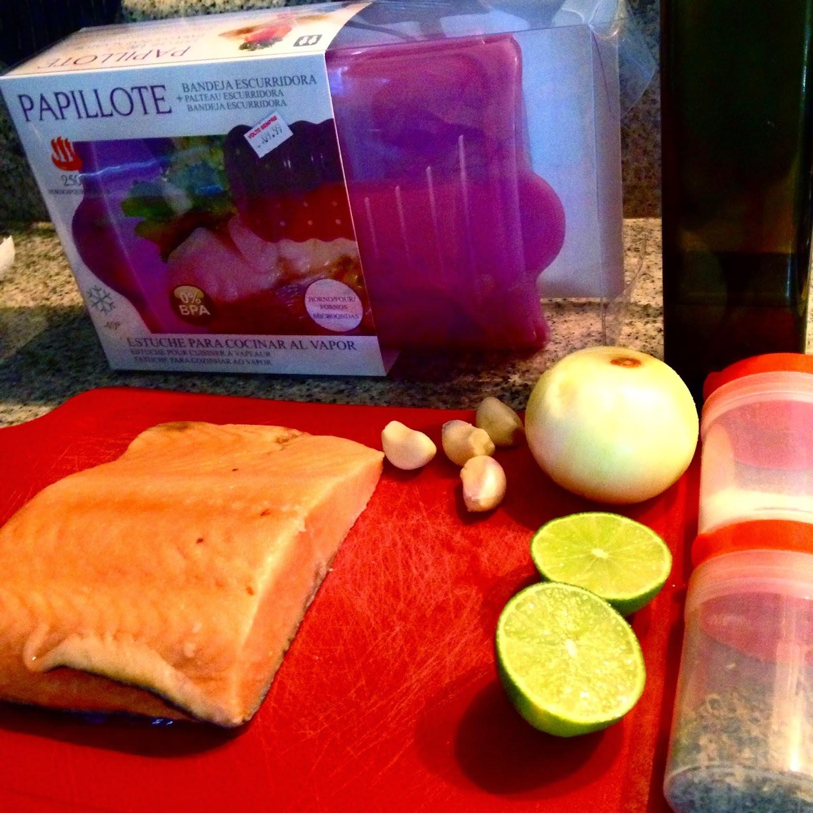 Papelote de salmão com cebola e alho