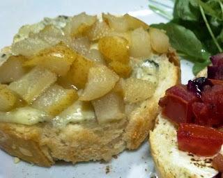 Brusqueta & Bruschetta: Pera ao mel e gorgonzola