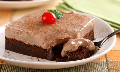 TORTA CREMOSA DE CHOCOLATE E  DOCE DE LEITE