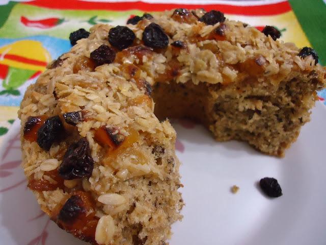 bolo de frutas secas e açúcar mascavo