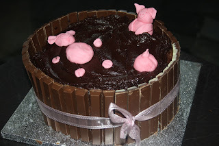 Pigs In Mud Cake - Mississippi Mud Pie with KitKats