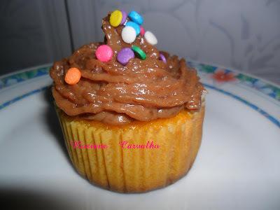 Mini -cupcakes de cenoura com cobertura de brigadeiro Mococa.