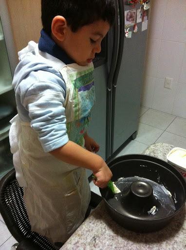 Dia das Crianças: Bolo de Chocolate feito pelo meu afilhado!