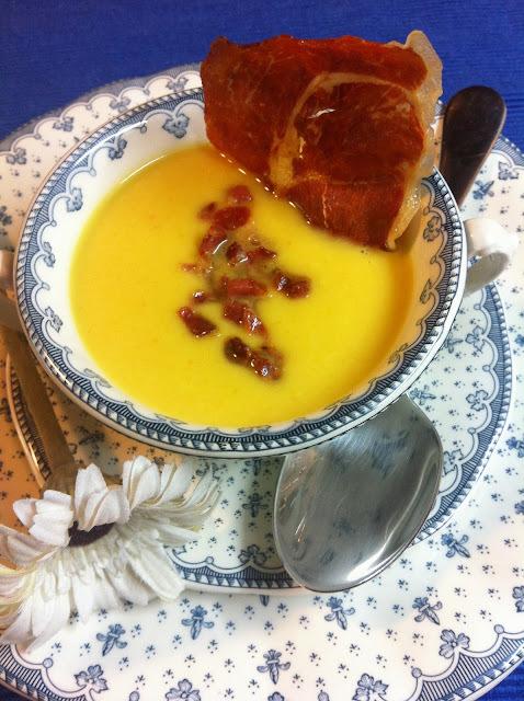 Crema De Calabacín, Puerro  Y Zanahoria Con Peineta De Serrano