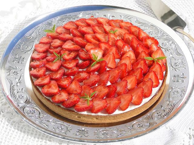 Un vent de fraicheur estival souffle sur le blog avec cette tarte aux fraises, verveine et mascarpone (Fou de pâtisserie # 11)