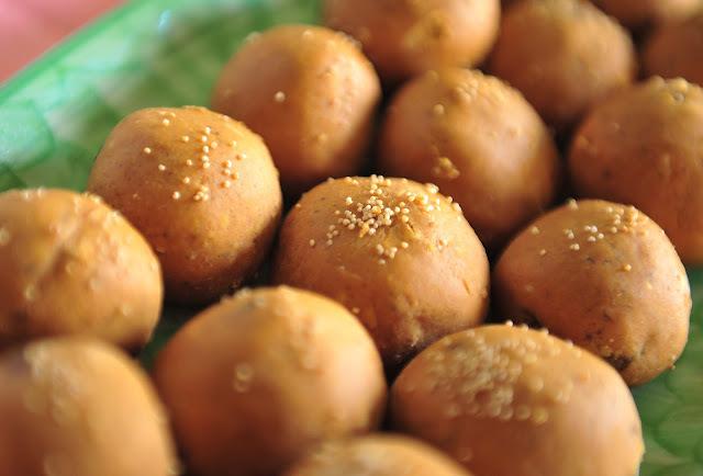 Besan Laddu/Chick pea flour dessert/Diwali sweet