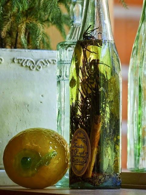 Aceite aromatizados con hierbas comestible.