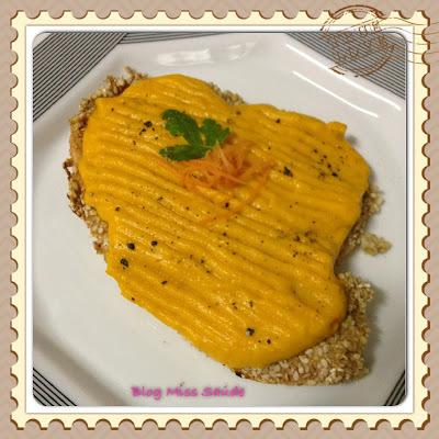 Peixe Empanado ao Forno com Creme de Cenoura