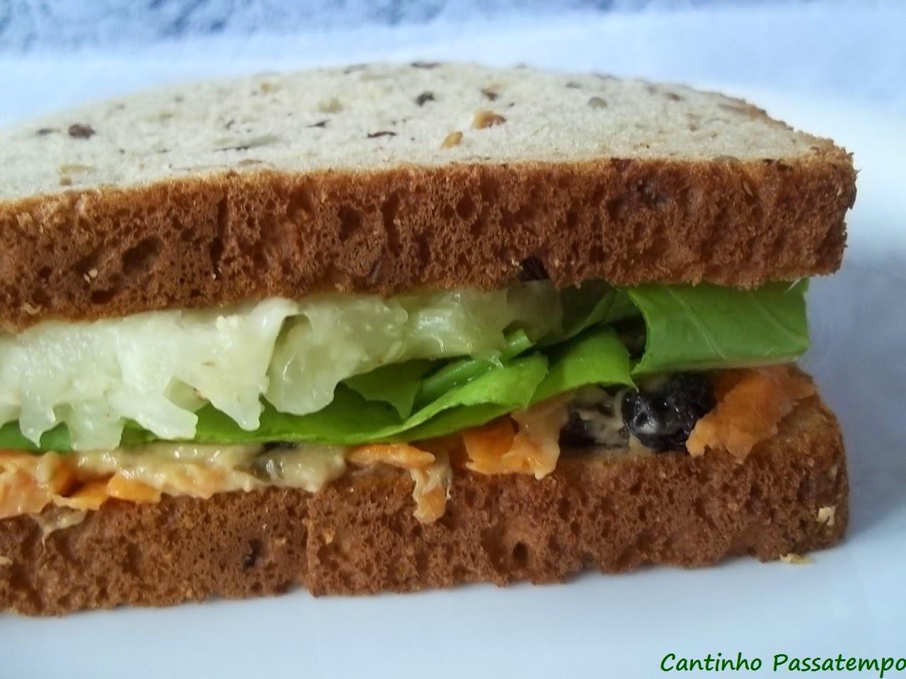 Sanduíche natural de patê de atum
