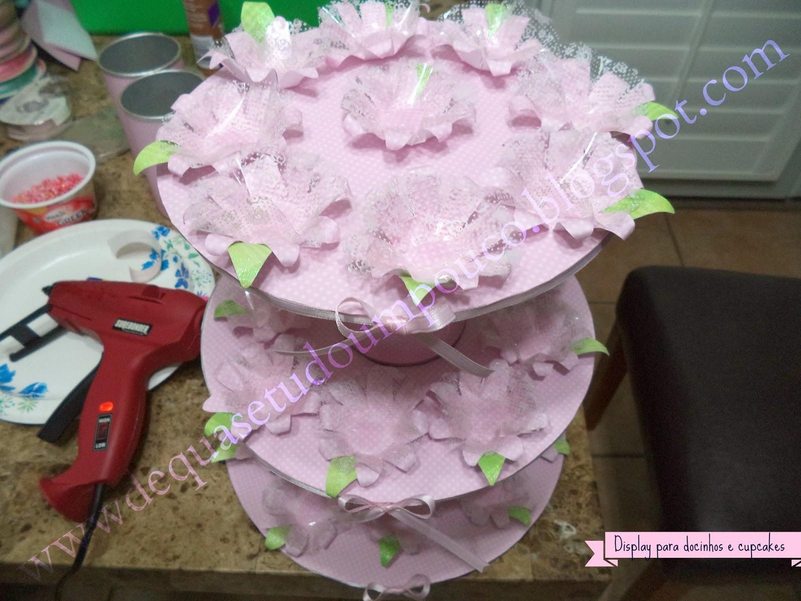 Como fazer um display para docinhos e cupcakes