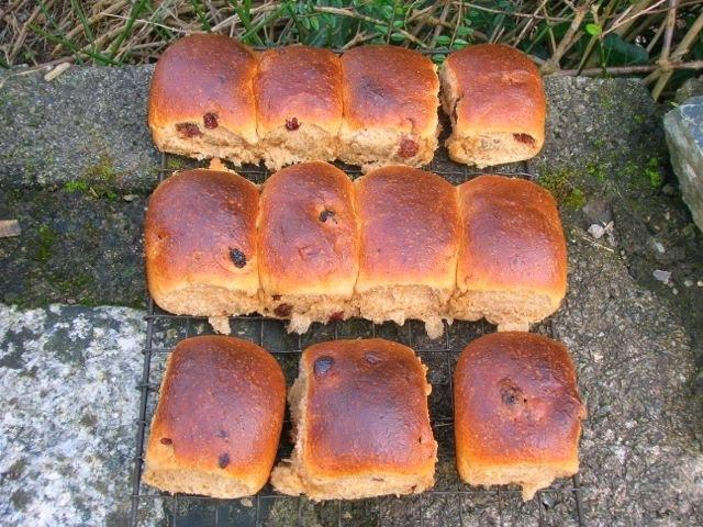 yeast buns cornwall