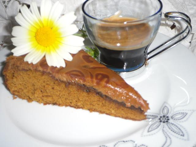 Bolo de café com glacê de café e chocolate, Receita Bimby e tradicional