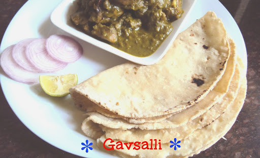 Gavsalli ( Wheat rotis stuffed with rice balls)