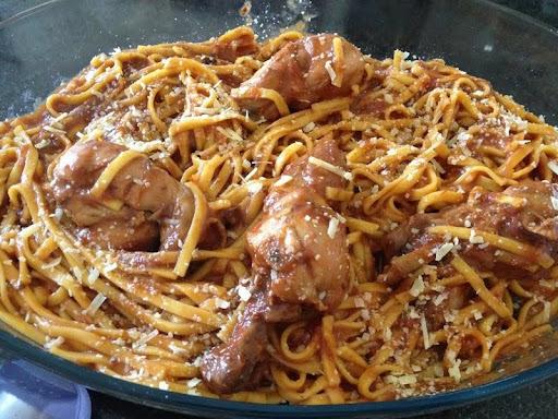 macarronada de frango com macarrão parafuso
