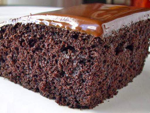 bolo de chocolate gostoso e facil retangular