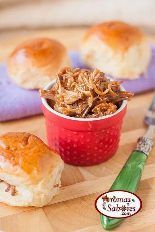 Sanduíche de carne de porco ao molho barbecue