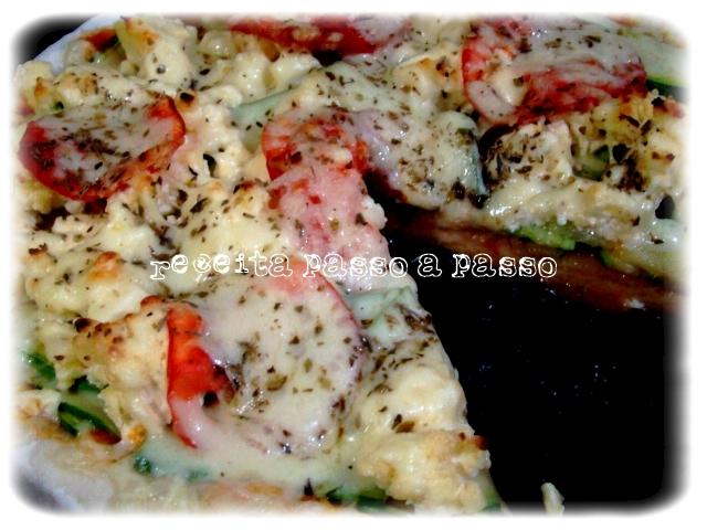 Pizza de abobrinha com Queijo Fundido Processado / Zucchini Pizza with Processed Cheese