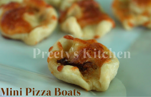Mini Pizza Boats / Bite Size Party Appetizer (Step By Step Pictures)
