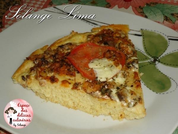 Pizza de liquidificador, de sardinha e requeijão