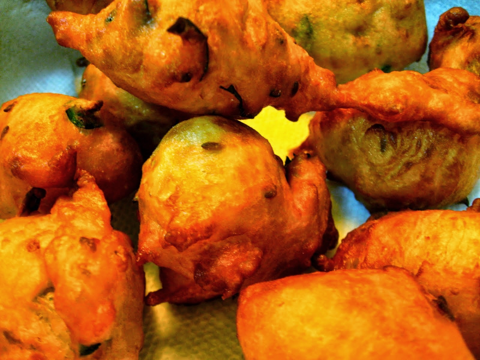 Mangalore Bonda / Goli Bajji - Simple and Quick Evening Snack - Karnataka Special Recipes