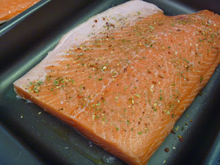 como temperar salmão inteiro para assar