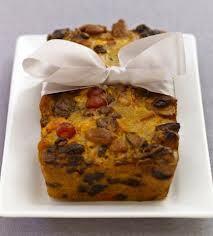 Κέικ με αλεύρι ολικής άλεσης, λιναρόσπορο και ξηρούς καρπούς........