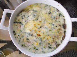 Fetuccini verde ao molho de castanha de caju e iscas de alcatra