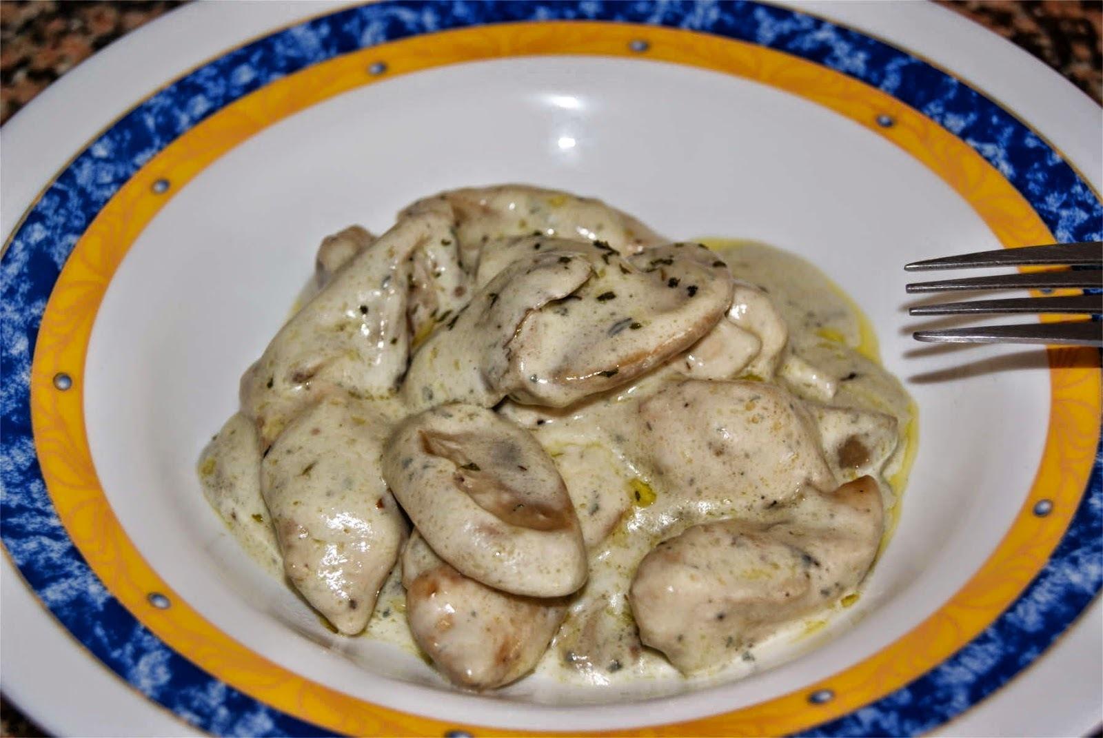 Pollo con setas a la crema de queso azul