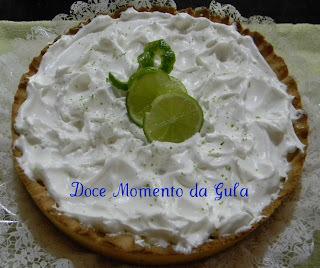 casquinha da torta de limao feita com água farinha de trigo manteiga e ovo