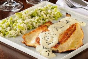 Truta Grelhada com Risoto de Brócolis e Molho Especial