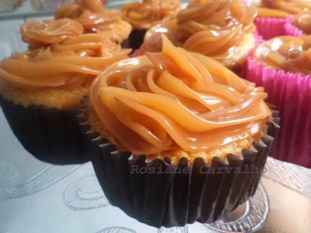 Cupcakes de aipim com cobertura de doce de leite