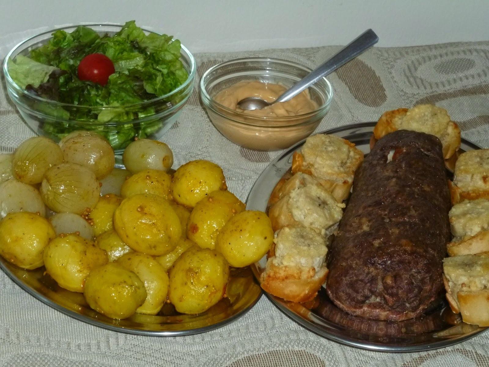 TORRADINHAS DE BANANA  C/ ROCAMBOLE DE CARNE MOÍDA (recheado c/cenoura, bacon,ovos e pimentões) E BATATINHAS ASSADAS