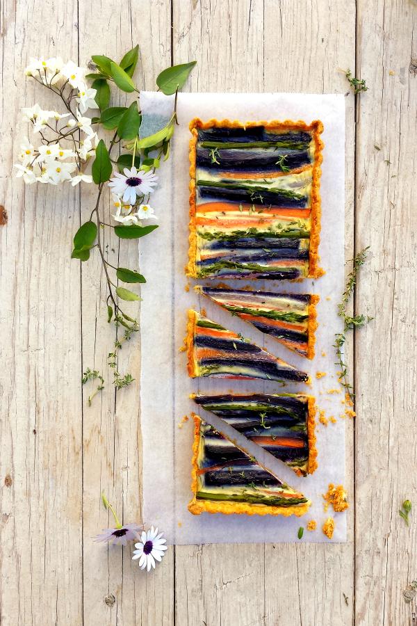 tarta de espárragos y zanahorias con masa de maíz {hasta pronto, primavera} #elr3to