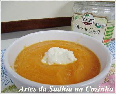 Sopa creme de abóbora  com óleo de coco  e  creme de ricota