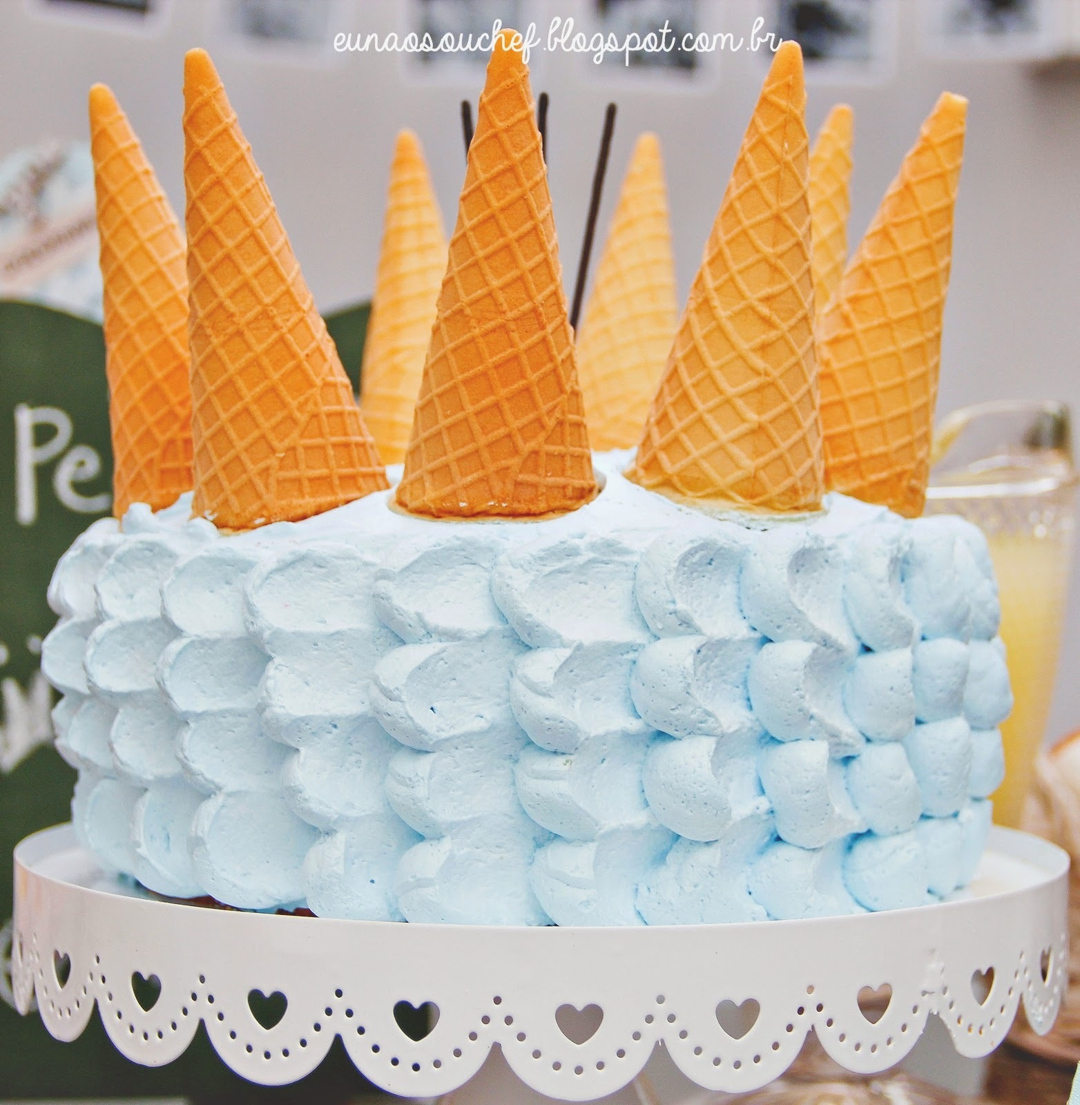 como decorar bolo de casamento com chantilly