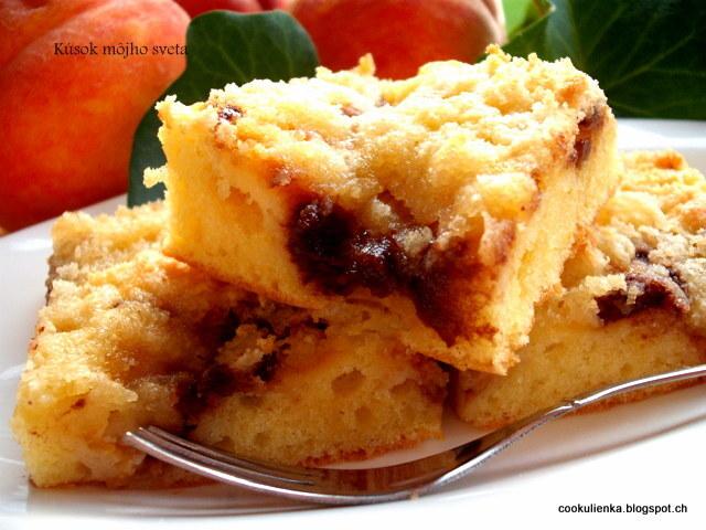 Broskyňovo-marcipánový koláč