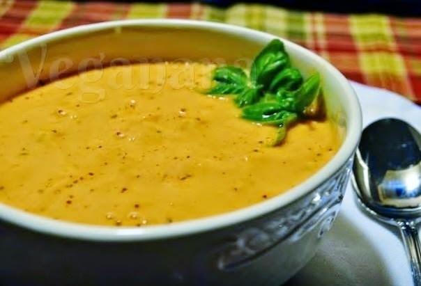Sopa Crudivora de Tomates com Manjericão