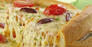 Pizza caseira de queijo