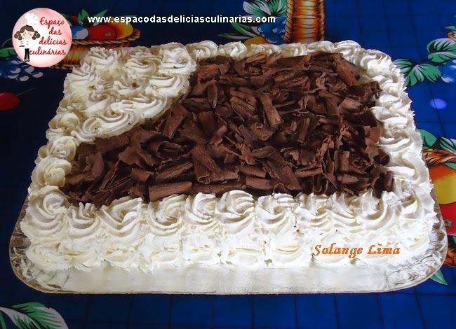 de cobertura de bolo de aniversario com leite ninho e chantilly