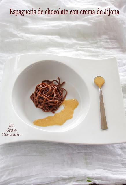 Espaguetis de chocolate con crema de Jijona