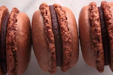MACARONS DE CHOCOLATE RELLENOS DE NUTELLA - RECETA