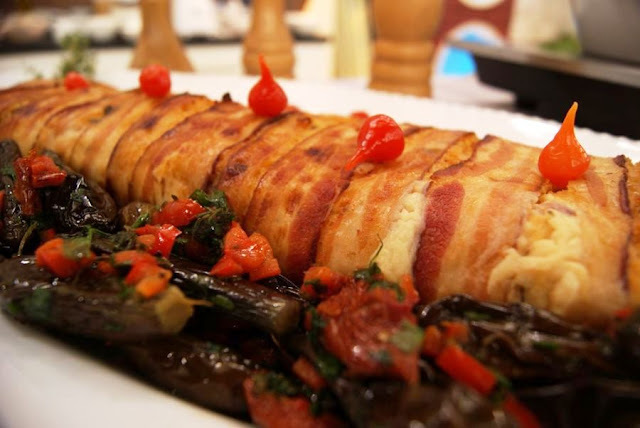 Rocambole de Frango com Catupiri e Bacon