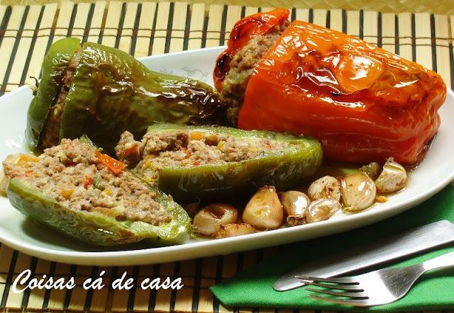 pimentão recheado com carne moida e pão
