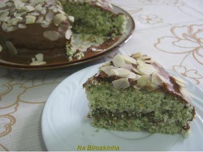 Bolo de Espinafres (Ispanakli Kek) com Cobertura e Recheio de Mousse de Chocolate