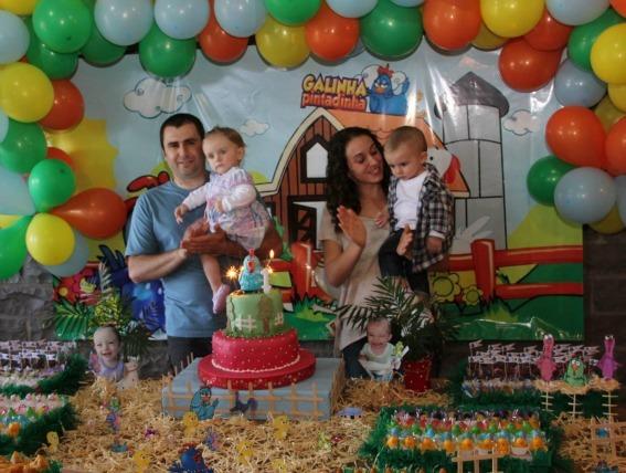 3 Aniversários de gêmeos com a decoração da Galinha Pintadinha